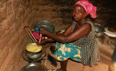 Carbon Credits Serve up Clean Cooking Options for West African Farmers